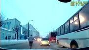 Неуспешен опит за самоубийство! Мъж срещу автобус!
