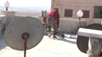Syria: Bazooka fire flies from rooftops as SAA advances in Aleppo suburbs