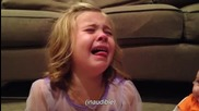 Момиче се разплаква , когато разбира че брат и , неможе да остане вечно малък