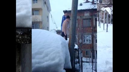 Trimata izroda goli v snega 3