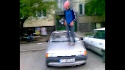 Taнц върху кола 2