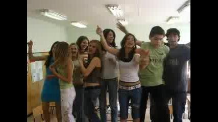Хората Си Танцуват
