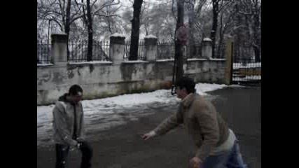 Каратист Зима Топка В Главата