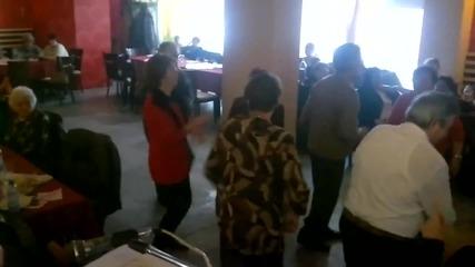 New Свищовски пенсионери играят Gangnam style