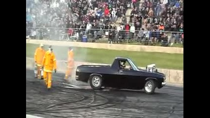 ей така се палят гуми !!!