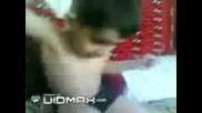 Иранско Дете Пуши Опиум