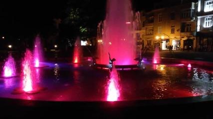 Фонтана с пеликаните през вечерта. Пловдив!