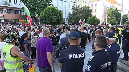 Bulgaria: Protesters rally against prosecutor raids on presidential staff