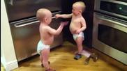 Блиэнаци се карат эа чорапче