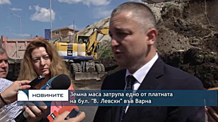 """Земна маса затрупа едно от платната на бул. """"В. Левски"""" във Варна"""