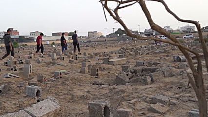 Yemen: Cemetery in Aden expanded as death toll spikes amid epidemics and famine