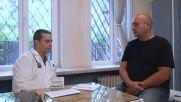 Д-р Мирослав Спасов консултира пациент
