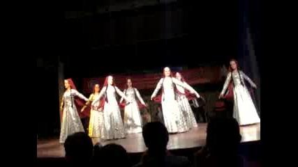 Танца на Грузия на фестивала в Денизли