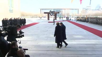 Germany: Turkish PM Davutoglu meets Merkel in Berlin to discuss refugee crisis