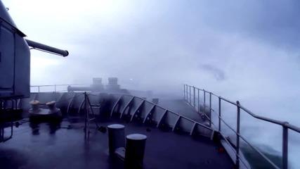 Военен кораб срещу големи вълни!