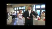 китайски младоженци изненадват гостите си
