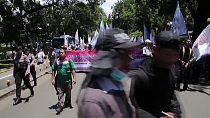 Indonesia: Thousands protest in Jakarta demanding higher minimum wage