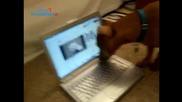 Куче Търси Kоте Зад Лаптопа - 100% Смях