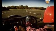 Най-мощния шосеен мотоциклет на света срещу най-мощния автомобил на света