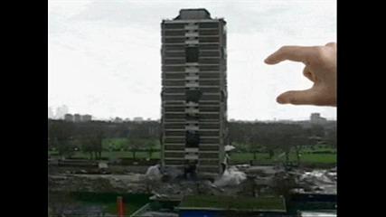 Човек събаря сграда с пръсти (анимация)