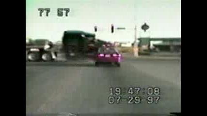 Камион Отнася Кола :d