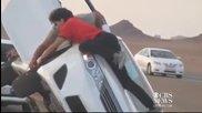Арабски каскадьори сменят гуми в движение