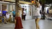 Русская девочка показала как надо танцевать восточные танцы