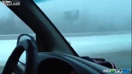 Луд рине сняг до магистралата