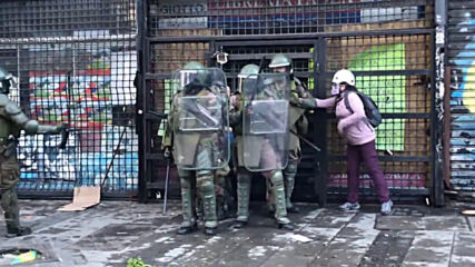 Chile: Protesters clash with police in anti-govt rally in Valparaiso