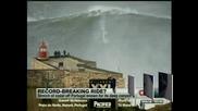 Сърфист с нов световен рекорд след спускане по 30-метрова вълна
