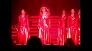 Beyonce Пада По Стълбите На Концерта Си