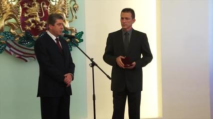 Младенов с почетния знак на президента, Обрадович също отличен