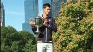 Щастливият Ноле показа трофея в Ню Йорк