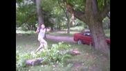 Приятел троши дърво :)