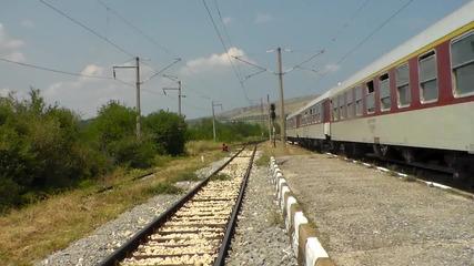 46 243 с Бв 3623 преминава транзит през Саранци