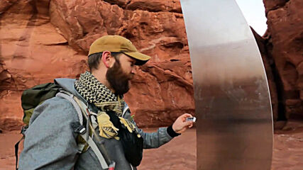 USA: Sightseer finds metal monolith in Utah desert despite authorities keeping location secret