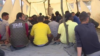Greece: Greek Imam holds Friday prayers for refugees at Idomeni camp