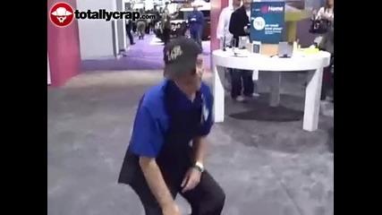 дядка прави много як танц