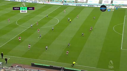 Елнени даде ранна преднина на Арсенал в Нюкасъл