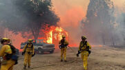 USA: Zogg Fire consumes structures as it sweeps through California towns