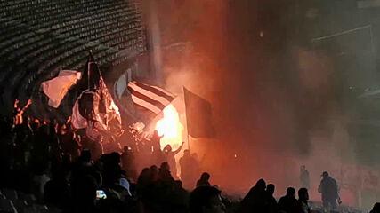 Феновете на Славия празнуват гола на Кръстев с димки и факли