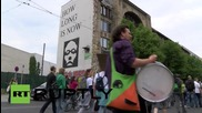 """Germany: Berliners demonstrate against """"poisonous"""" Monsanto"""