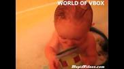 Бебенцето пръцна x D