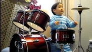 Изумителен 2 год. барабанист