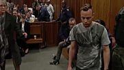 Оскар Писториус свали протезите и помоли съда за милост