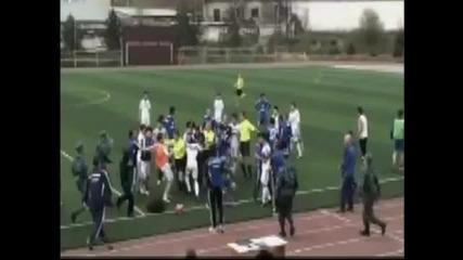 Наказаха футболист до живот за ужасяващо влизане
