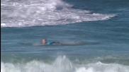 Сърфист атакуван от акула по време на живо предаване
