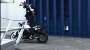 Просто Велик - Моторист, превзема сградата на Бмв (реклама на Бмв)