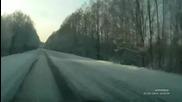 Ето защо не трябва да карате като малоумни в тежките зимни условия! Тоя дали пак ще изпреварва така