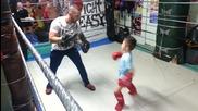 Малко българче с много добри бойни умения